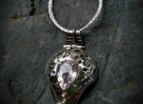 Openwork pendant with pink quartz stone