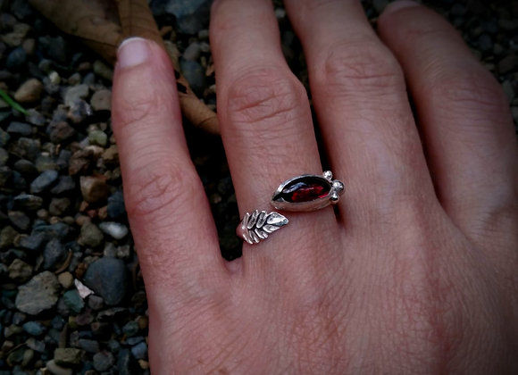 Rings with leaves and natural stones
