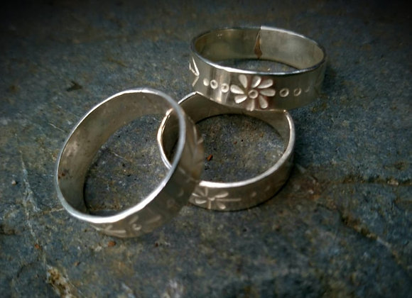 Rings with chiselled designs
