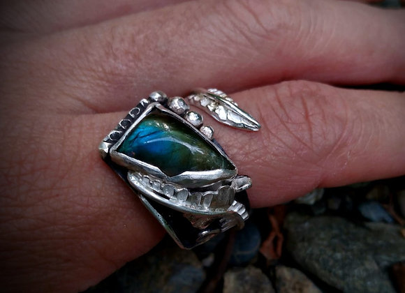 Ring with a special Labradorite stone