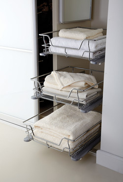 Pull-out wire baskets