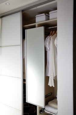 Pull-out swivel mirror