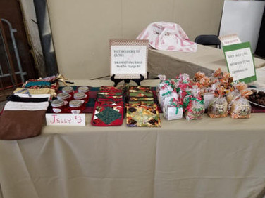 Items also included brownies, zippered bags, purses & quilts.