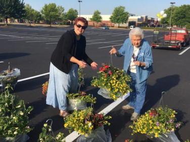 Su Ofe and Bette Bryan are selecting pretty baskets.