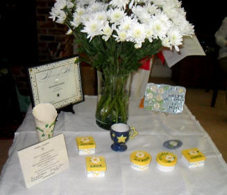 Marguerites, certificates, and presentations are displayed for the celebrations