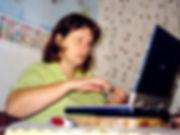 Dorli im Kampf mit dem Laptop
