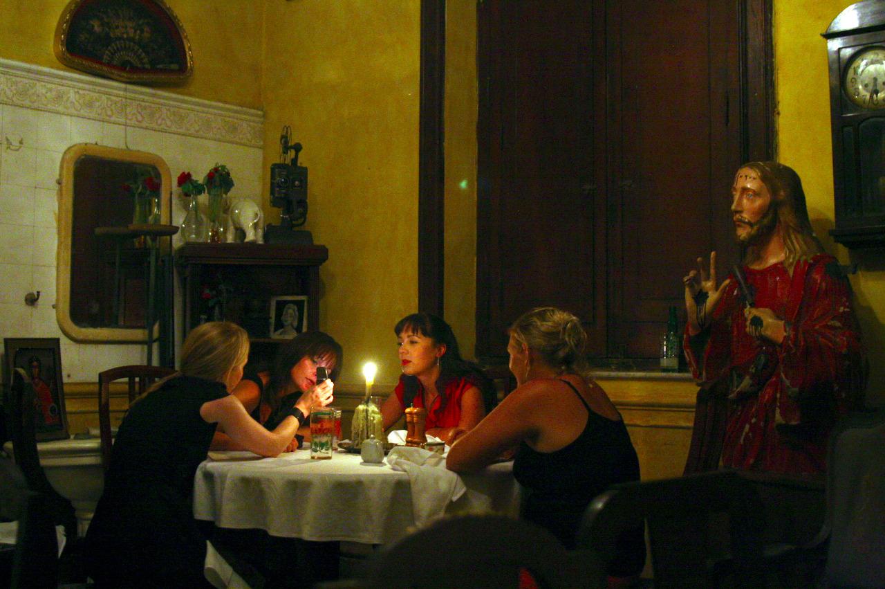 Cena íntima en la Habana. Cuba