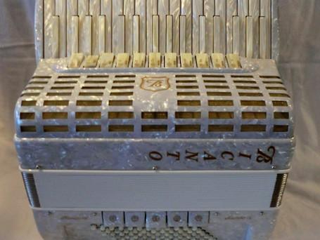 Mambo IV, weiss/spezial für 4650 Fr.