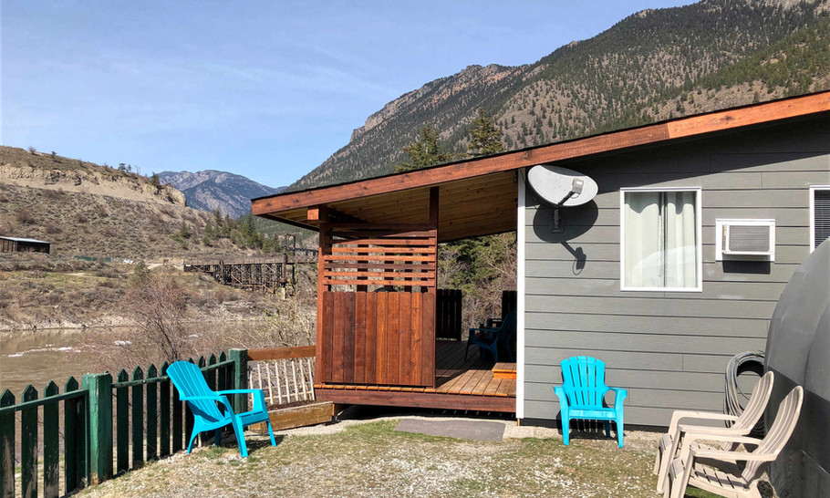 Fraser Cove Cabin, Exterior