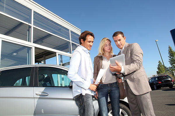Top-Ten-Car-Scams-People-Discussing-Car-