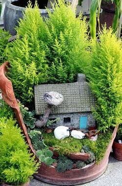 broken-pot-fairy-garden-3