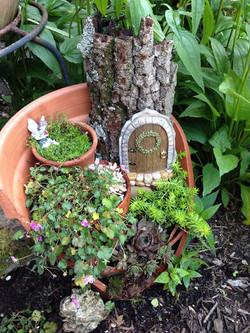 broken-pot-fairy-garden-12