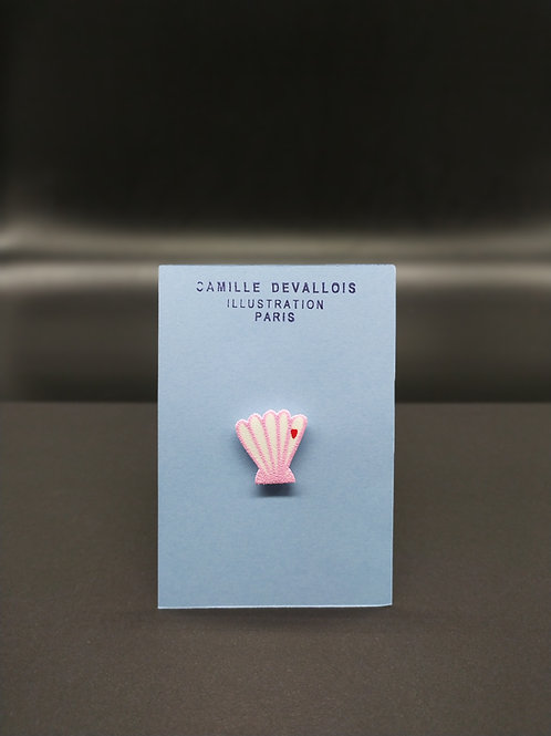 Camille Devallois - Pin's Coquillage