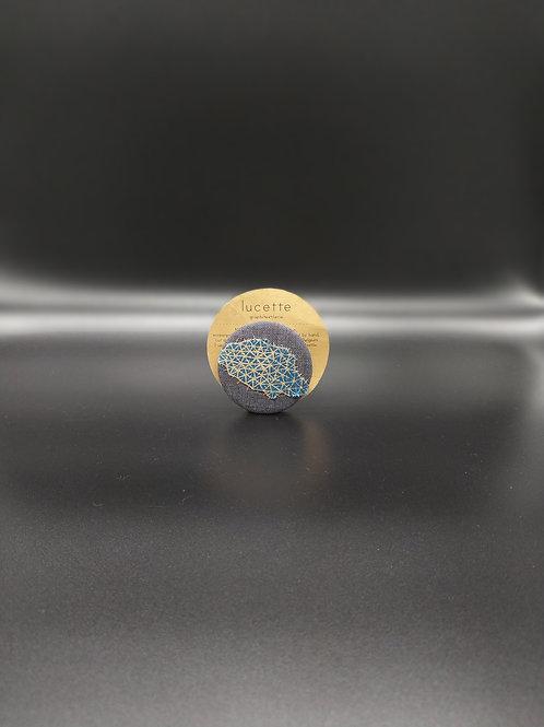 Lucette Graphitextilerie - Broche en tissu
