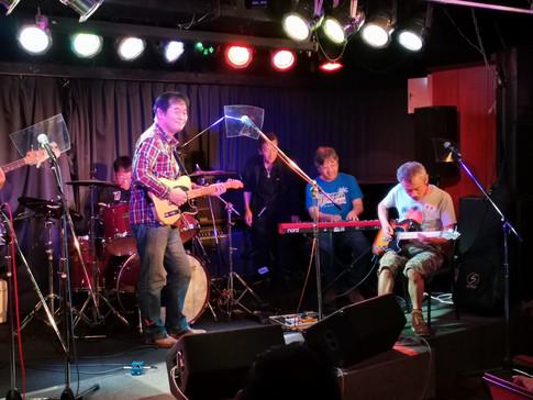 Two-Five渡邉亮さんもギターで参加!大いに会場を沸かせました。
