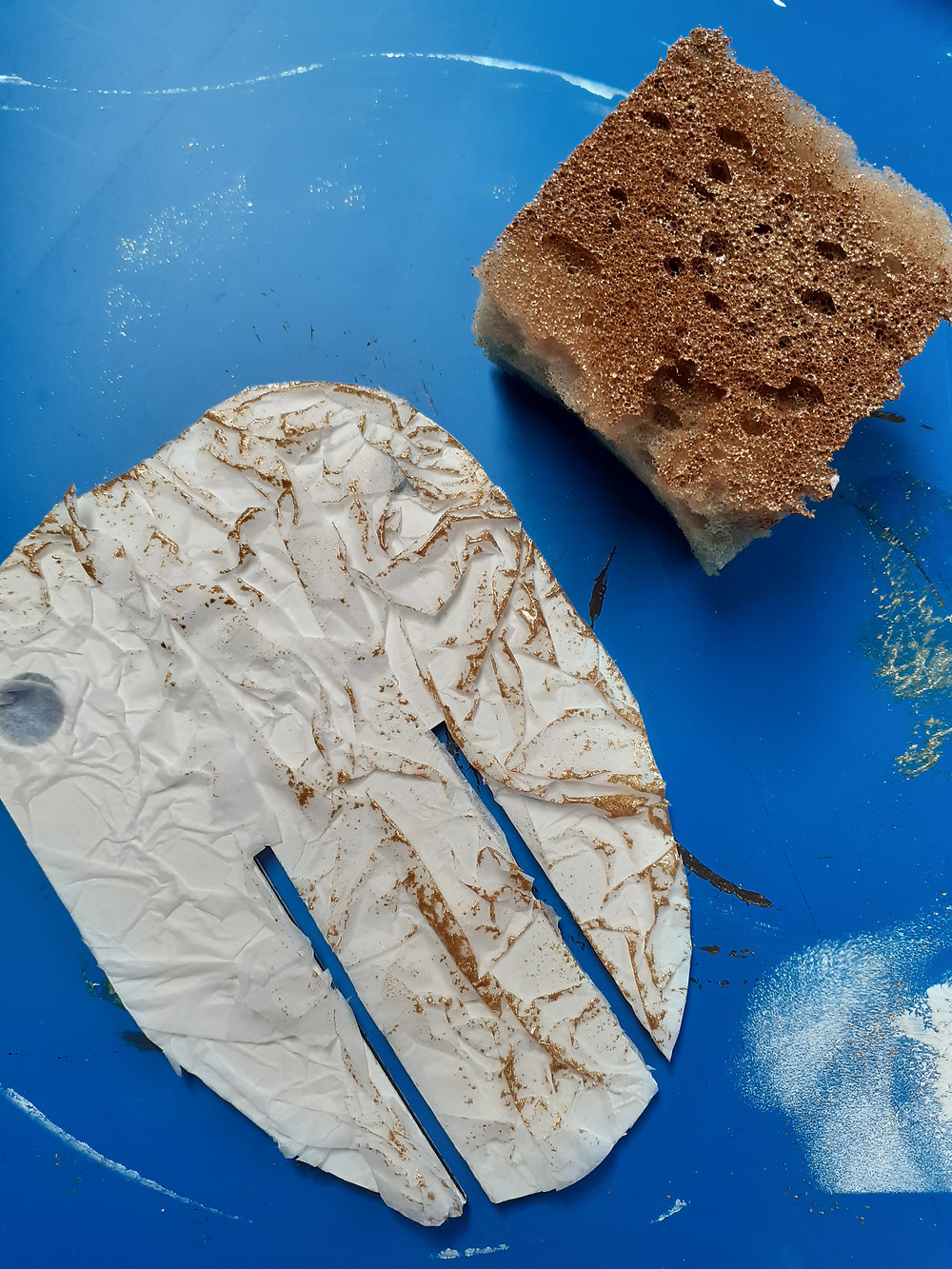 Sponging tissue with gold paint