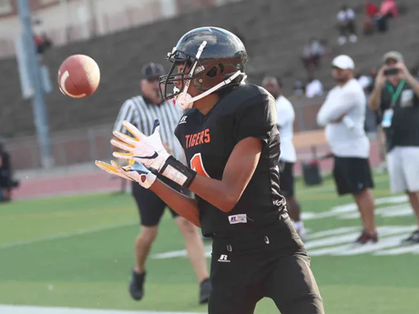 Ex-Bengal Chris Henry's sons walk, look like him. Even better, they play football like him