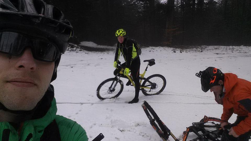 trailgate Biken im Schnee