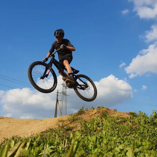 Kids MTB training Jump3.jpg