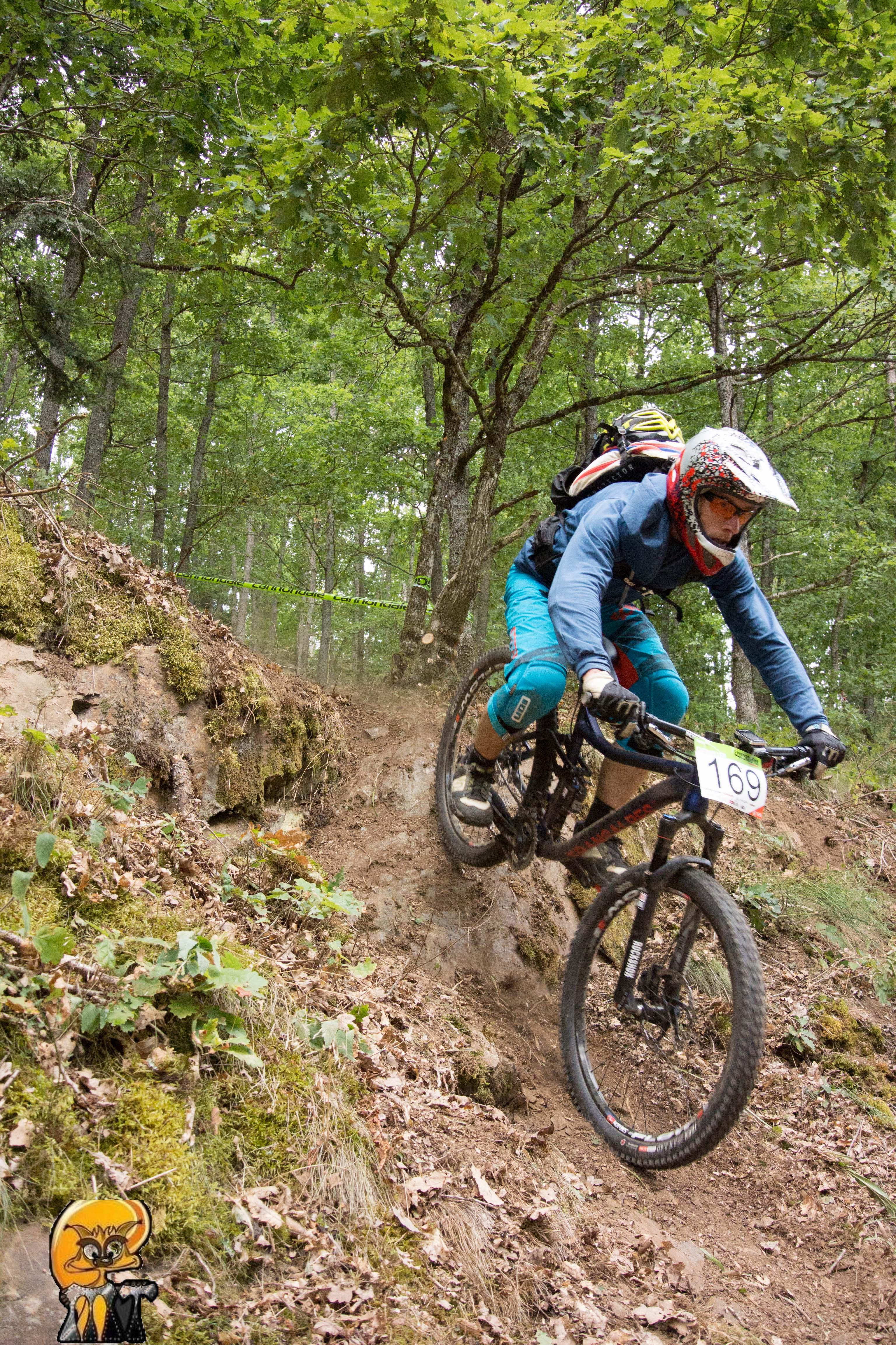 Steilabfahrt Enduro Rennen