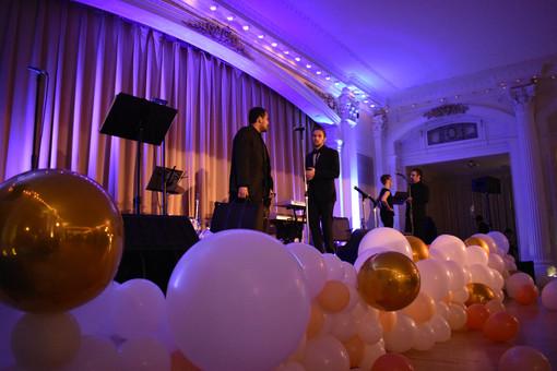 Wedding Balloons Organic Garland at Mt. Washington Resort by Eye Candy Balloons