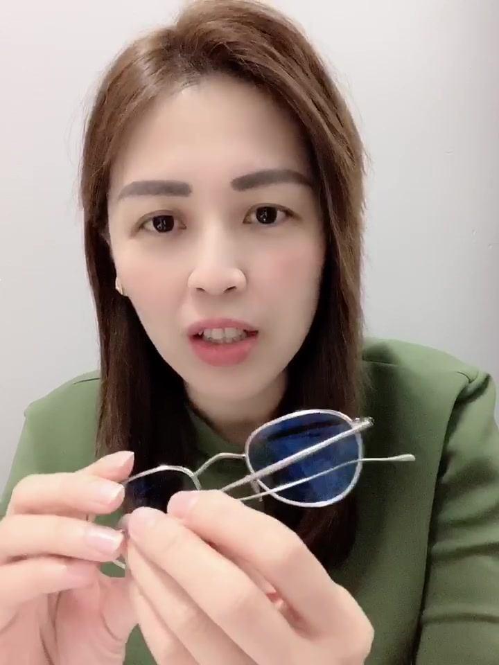 你聽別人說手工眼鏡這回事,但你有試著去親身體驗,親自了解嗎?#聽和體驗是兩回事   你究竟是要一副眼鏡,還是要一雙會放電的眼睛? #改變只為了成就更好的你  https://www.iconiclab.com.my  #iconiclab 每一段友情開始的地方 #手工眼鏡專家 不適合的,絕對不會讓你戴走 #專業形象搭配 我們相信每個人都值得更好的
