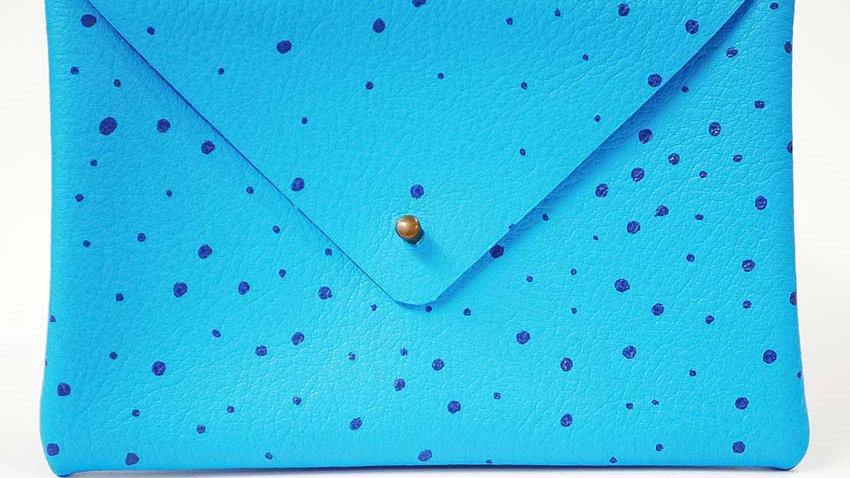 Pochette Cuir Sérigraphiée Bleu Ciel