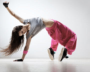 breakdancing en pantalon rose
