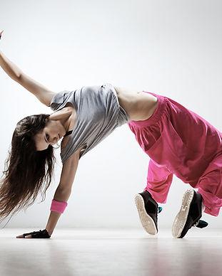 ピンクのパンツにブレイクダンス