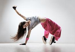 breakdancing en pantalon rose