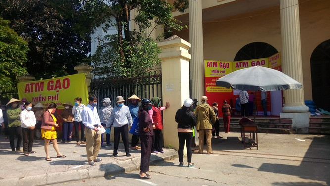 Free Rice ATM in Hanoi for Poor effected