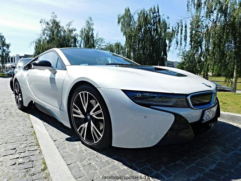 BMW i8 HYBRIDE 367ch