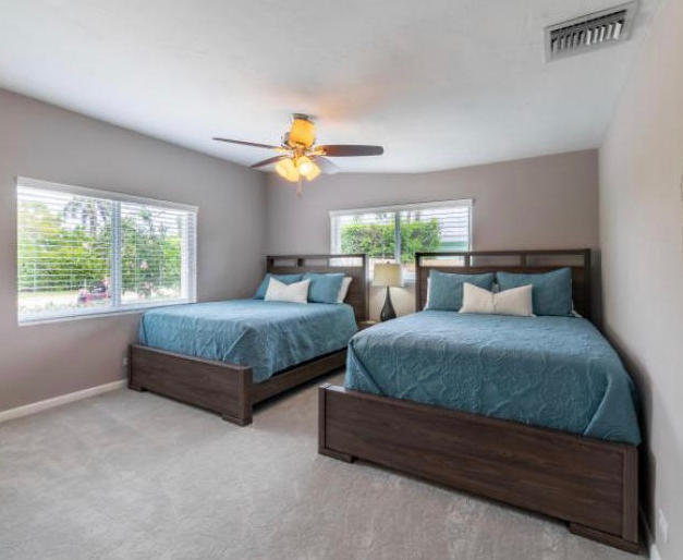2 fullsize beds