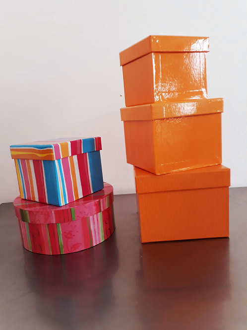 Cajas de cartón variadas