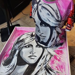 Dienblad en het t-shirt wat ervan gemaakt is van Aphellos.com