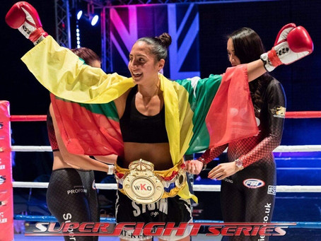 Nicola BURMESE PYTHON Barke   STORM GYM BeatsClaire Marie Clements for the British K-1 -64kg Title