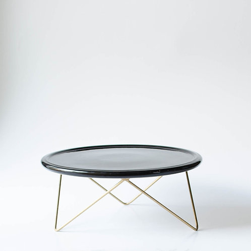 Prato Disco preto suporte baixo dourado