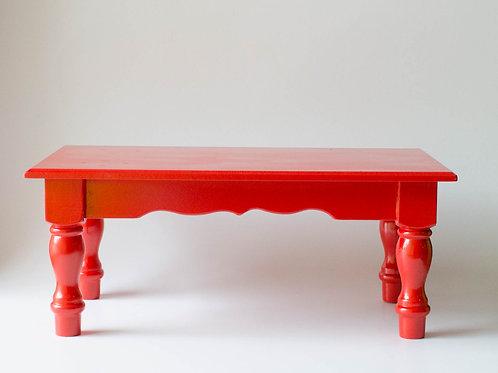 Banco de madeira vermelho