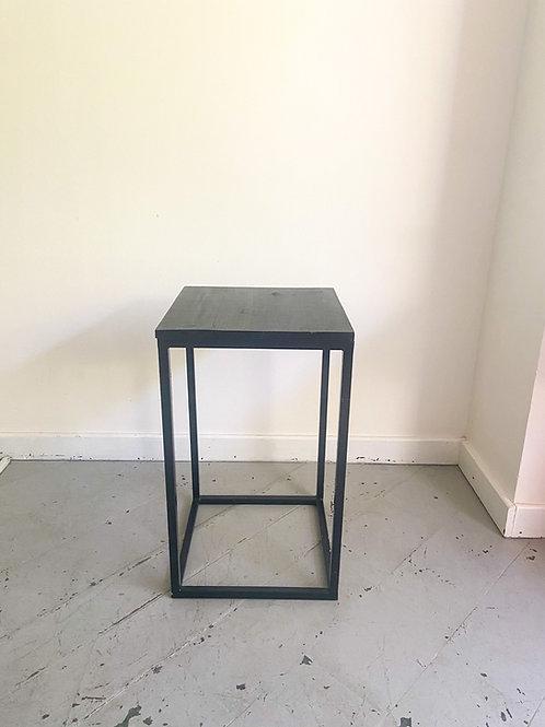 Mesa cubo preto 40(L)x40(P)x66,5(A)