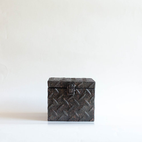 Caixa metálica piso onibus