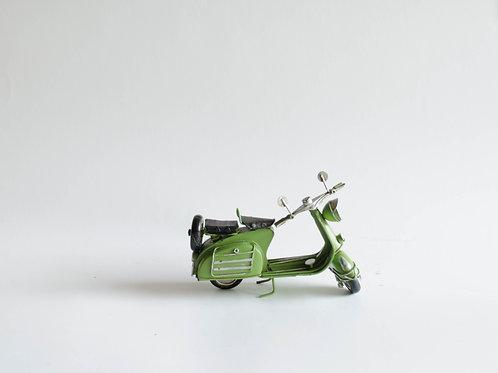 Moto metal verde