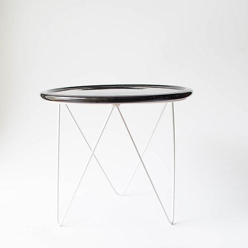 Prato Disco preto suporte alto branco
