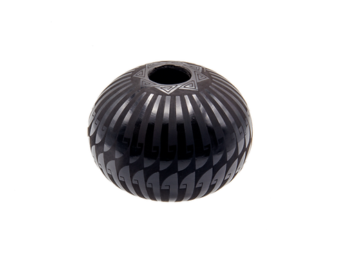 Black Octagram Feather Pot