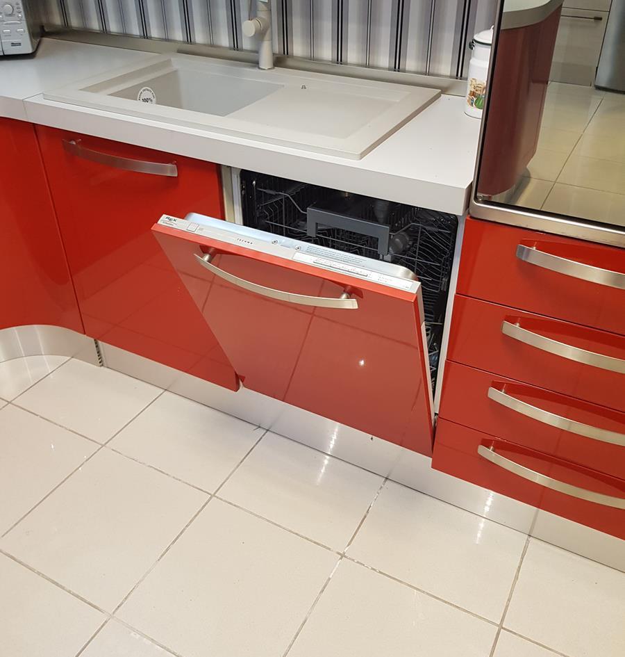3/12) Cucina Prodomo laccata rossa