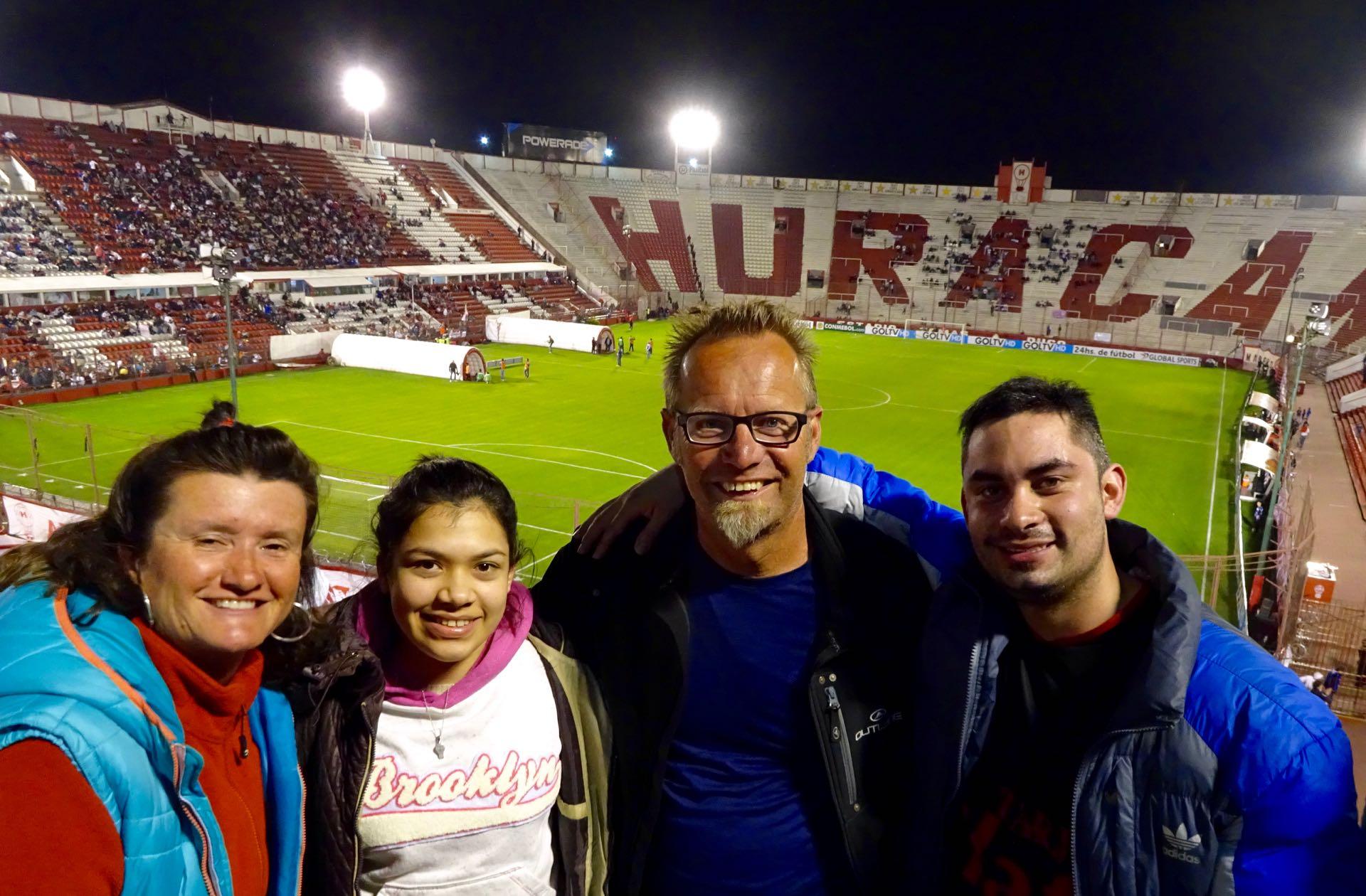 Fussball mit Esteban und Mira