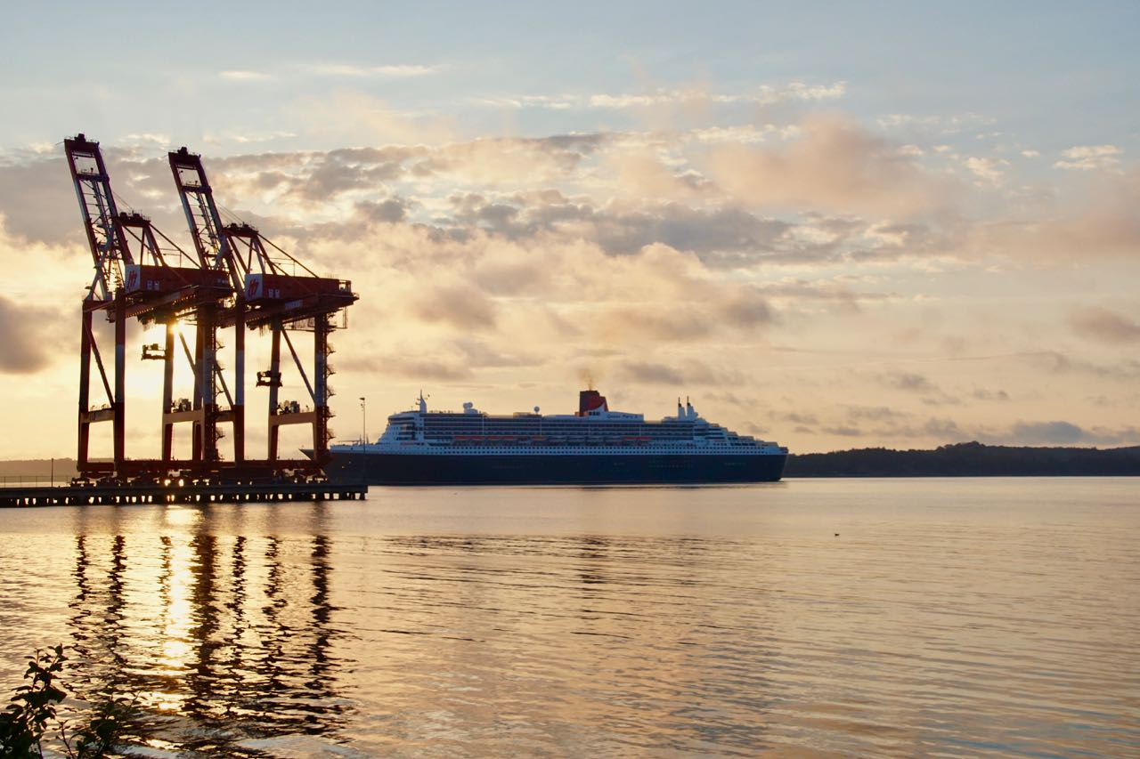 Ankunft der Queen Mary II am Morgen
