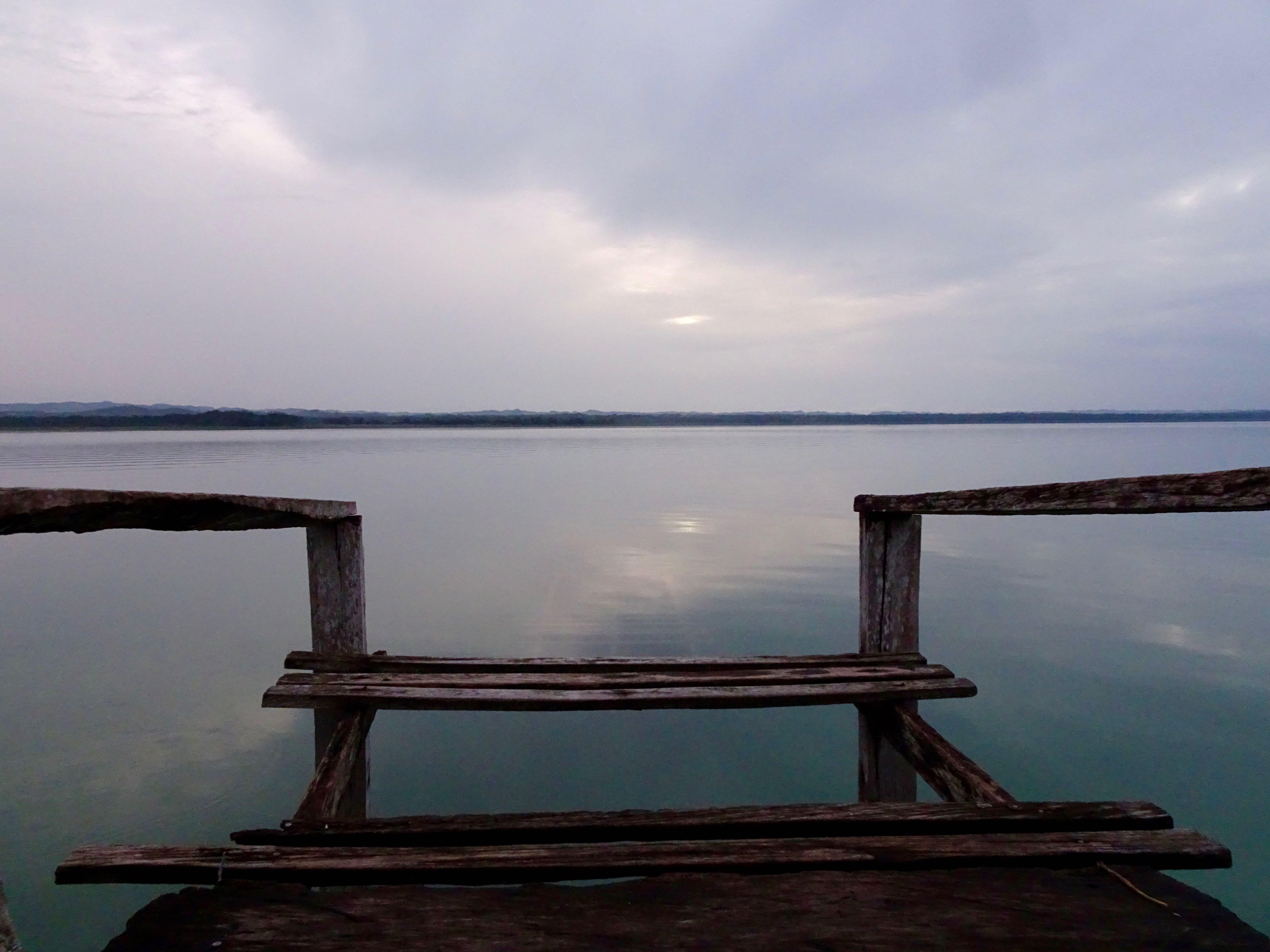 Lago Paten Itza am Abend