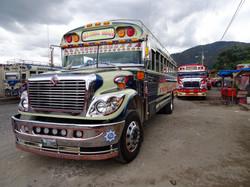 Chickenbus - Überlandbusse