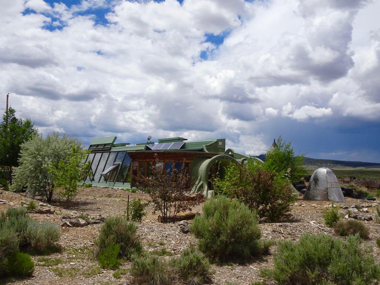 Solarpanels & Wasserfassung auf dem Dach