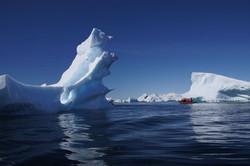 Eisberg mit Zodiac